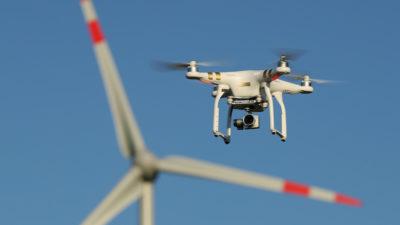 Drone da DJI voando