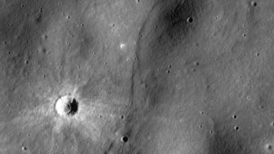 Escarpa lunar mostra possível falha em nosso satélite natural