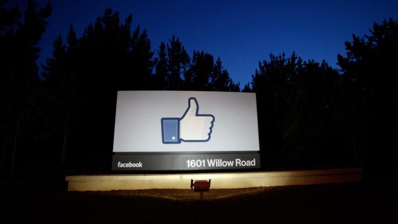 Página com like do Facebook na sede da empresa