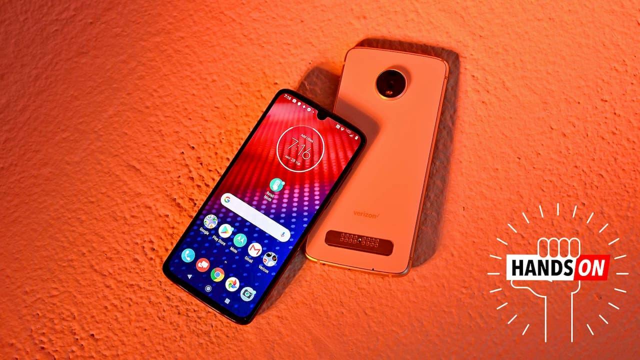 Motorola Moto Z4 de frente e de costas