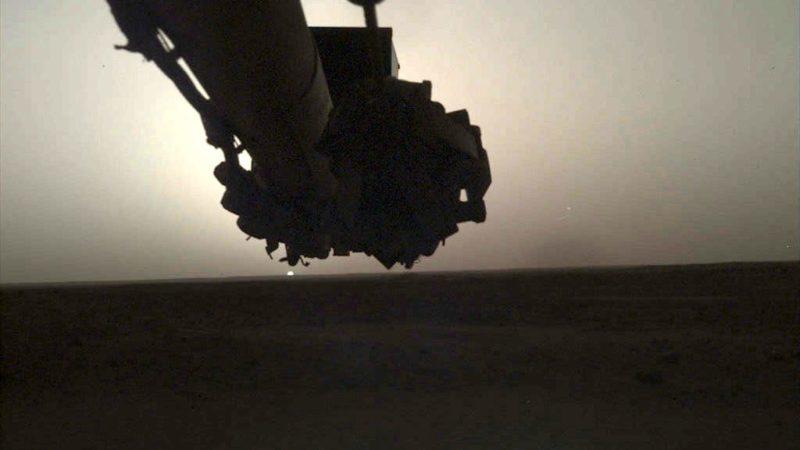 Nascer do Sol em Marte capturado pela sonda InSight