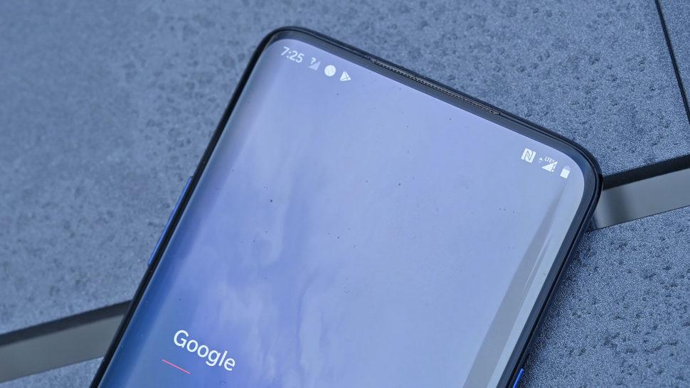Detalhe da tela do OnePlus 7