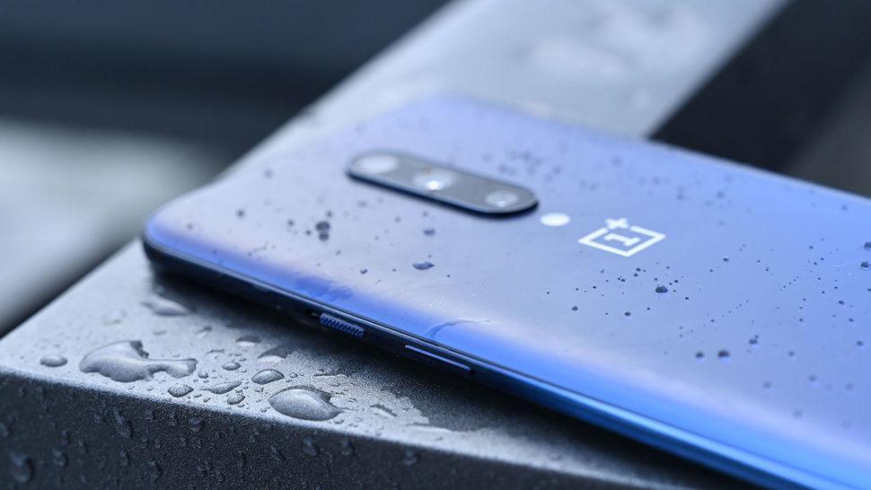 Traseira do OnePlus 7 Pro na cor azul
