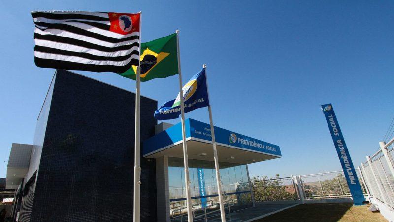 Bolsonaro veta artigos de MP e autoriza compartilhamento de informações do INSS para marketing e crédito