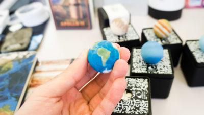 Planeta Terra miniaturizado da AstroReality que ms