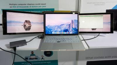 Notebook com dois monitores presos ao monitor principal, um de cada lado.