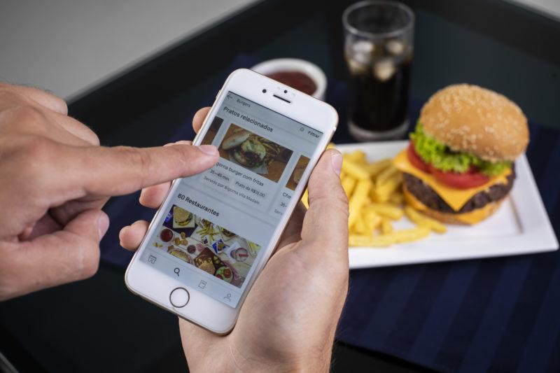 A nova onda dos apps de entrega de comida é permitir que o usuário retire o pedido no local