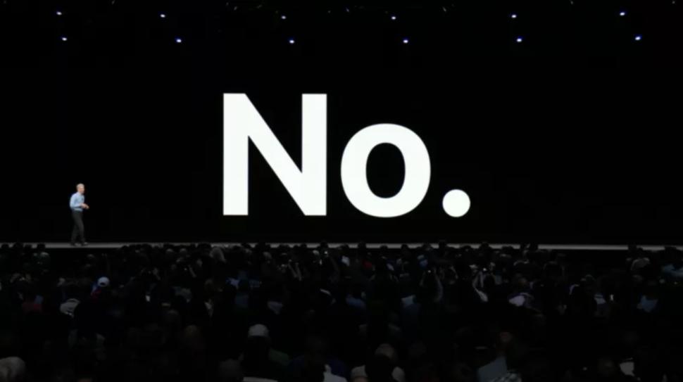 Craig Fedrighi, executivo da Apple, dizendo que não há planos de juntar iOS e macOS durante a WWDC 2018