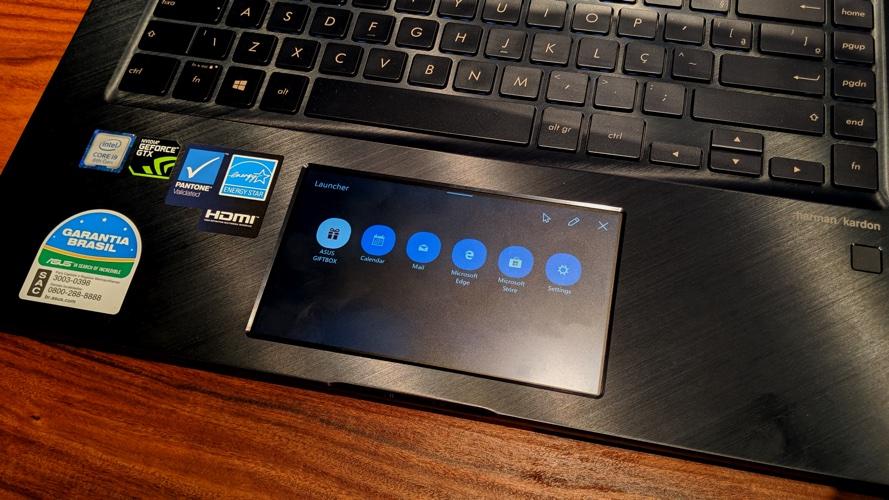 Detalhe da tela do laptop Asus Zenbook Pro 15