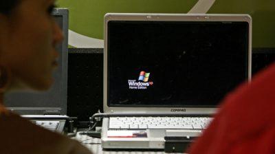 Laptop com Windows XP em loja