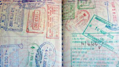 Carimbos em um passaporte
