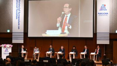 Secretário do Tesouro dos EUA, Steve Mnuchin (centro), falando durante o G20 em Fukuoka, Japão