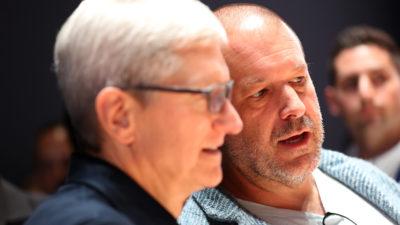 Tim Cook (esquerda), CEO da Apple, e Jony Ive (direita), responsável pelo design da Apple