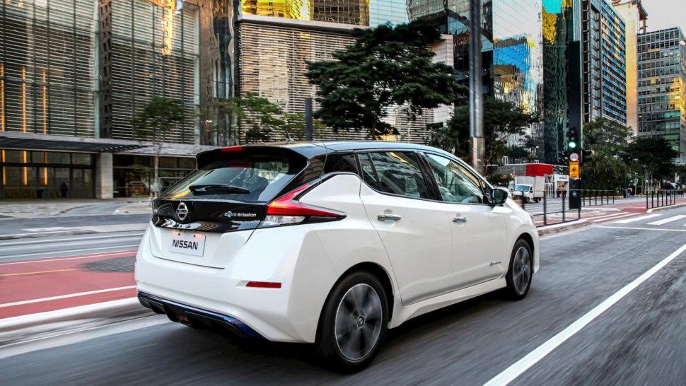 Traseira do carro elétrico Nissan Leaf