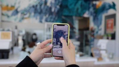Smartphones com app Google Lens reconhece obra de arte