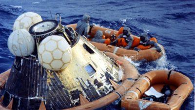 Astronautas da Apollo 11 após pousar no Oceano Pacífico