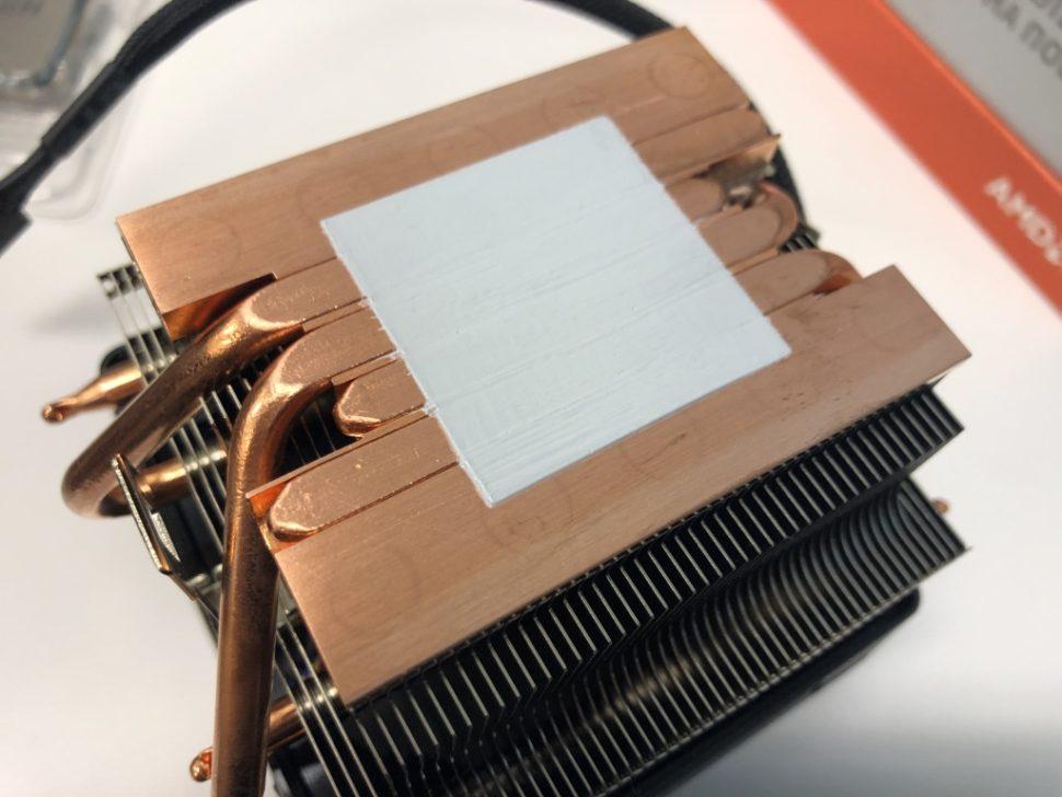 Cooler com a pasta térmica que já vem para uso na CPU Ryzen, da AMD