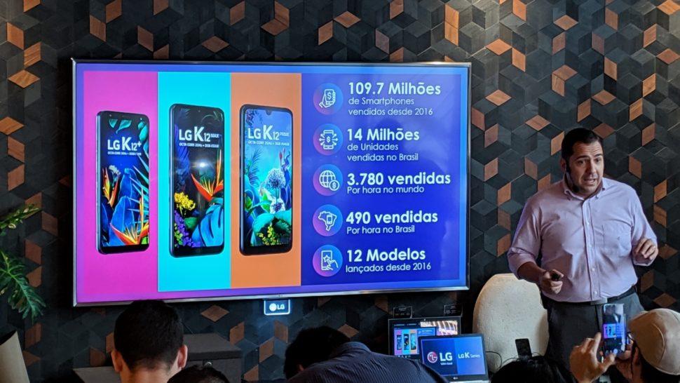 Fabricio Habib, gerente geral de produtos mobile da LG, apresentando números da empresa