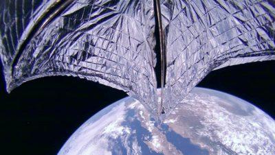 Foto das velas solares LightSail 2