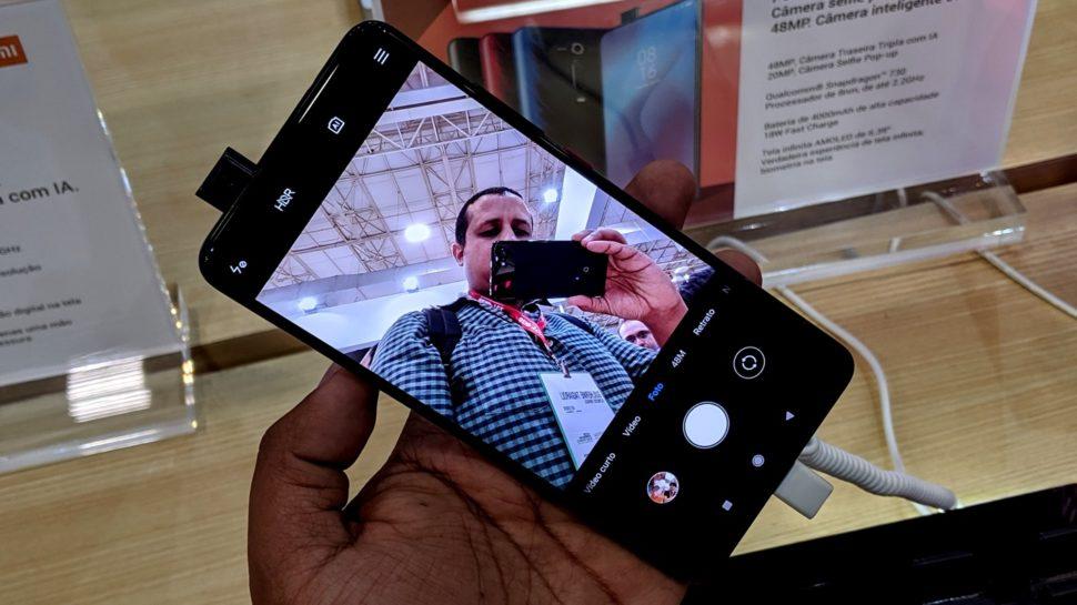 Smartphone Xiaomi Mi 9T com câmera pop-up