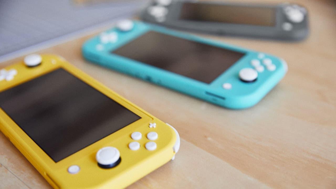 Nintendo Switch Lite em suas três cores: amarelo, turquesa e cinza