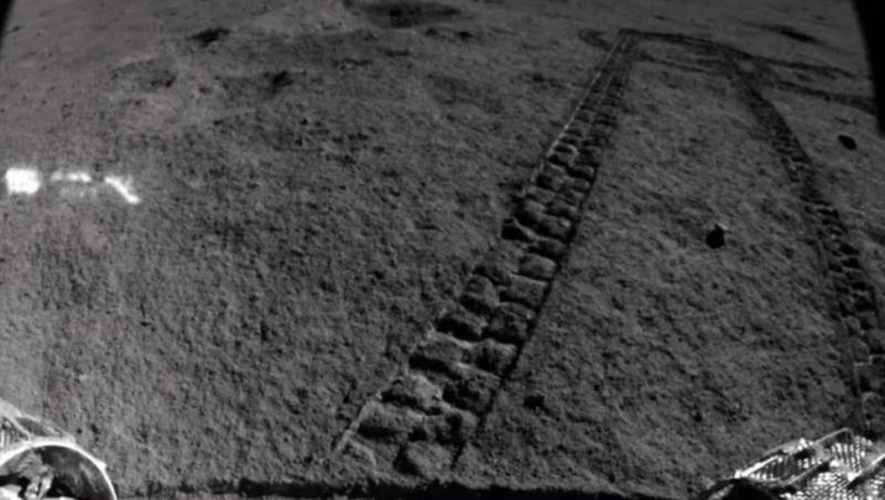 Vestígios do rover Yutu 2, que está no lado oculto da Lua