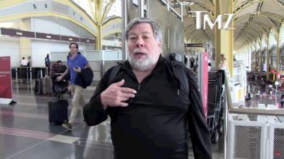 Steve Wozniak dá entrevista em aeroporto