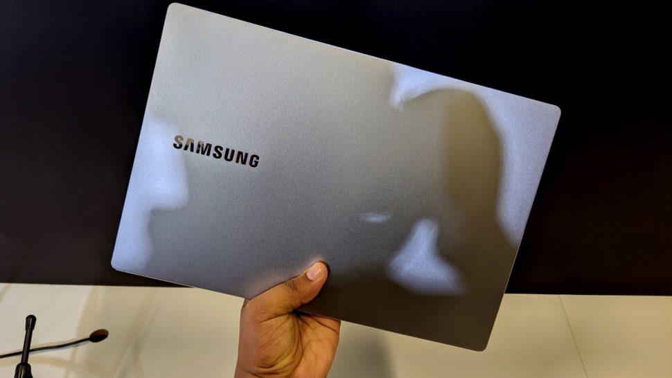 Laptop Style S51, da Samsung, fechado