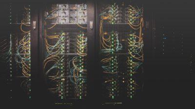 emaranhado de cabos de rede