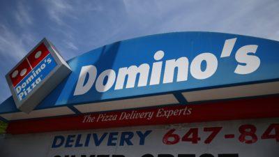 Fachada de uma pizzaria Domino's