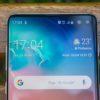 Detalhe dos sensores para selfie do Galaxy S10 Plus