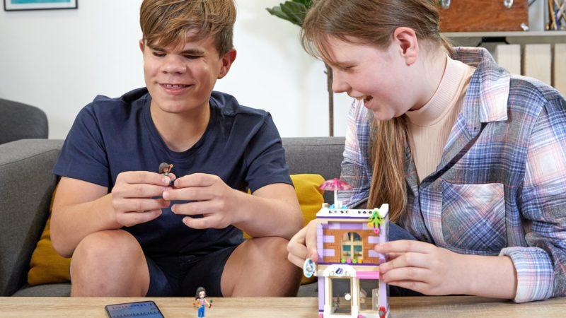 A Lego está finalmente criando instruções em áudio e braile para deficientes visuais