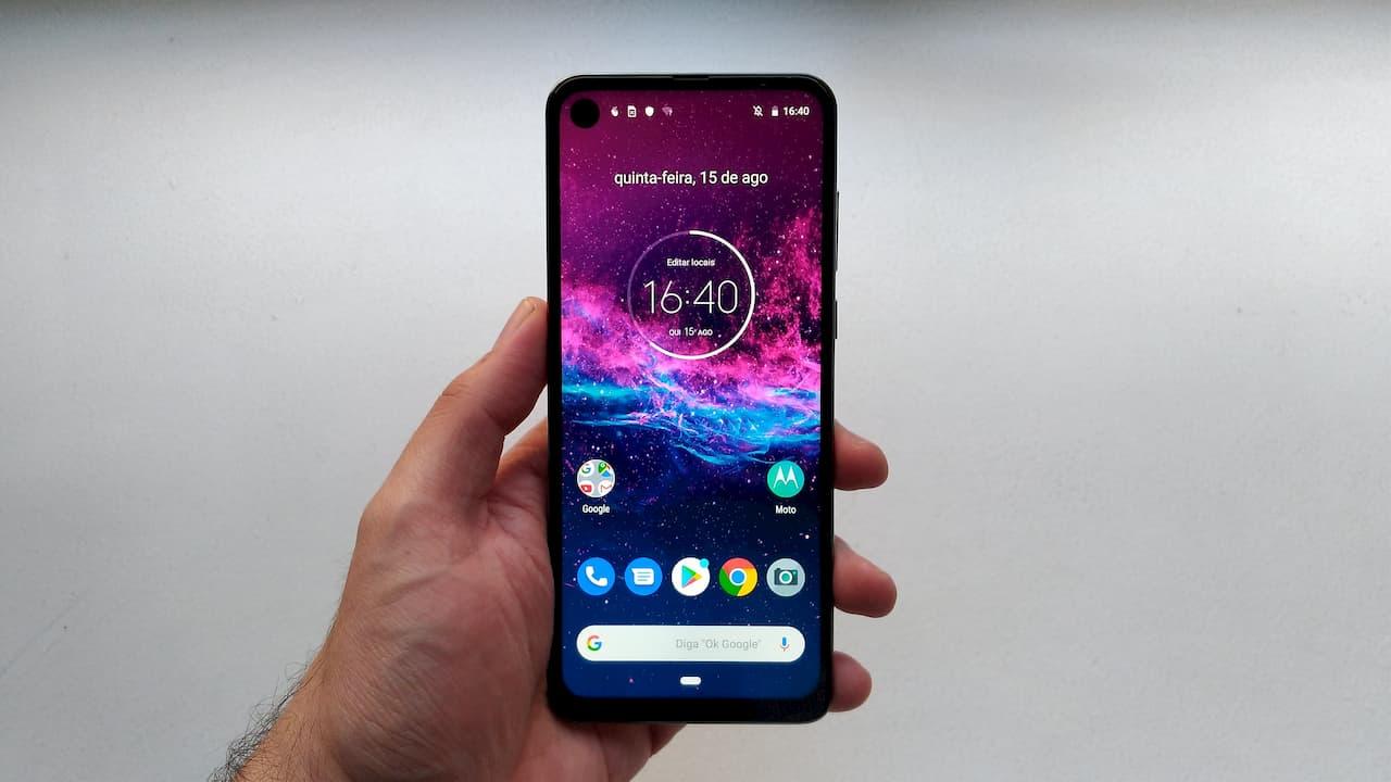 Motorola One Action, com câmera de ação que filma na horizontal com o celular na vertical, chega às lojas por R$ 1.799
