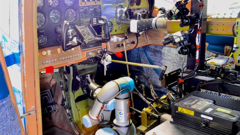 Robô da Força Aérea dos EUA pode pilotar qualquer avião e transformá-lo em uma aeronave autônoma