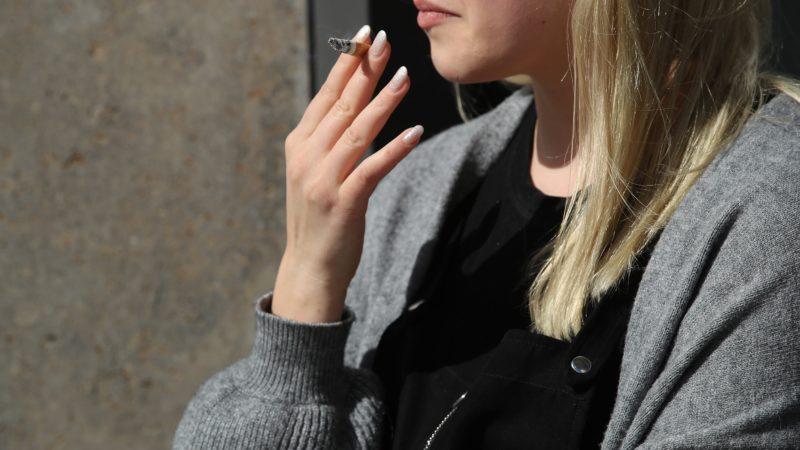 Baixos níveis de poluição do ar também podem prejudicar seus pulmões tanto quanto fumar um maço de cigarros por dia