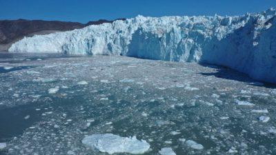 Derretimento de camadas de gelo na Groenlândia