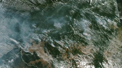 Fumaça de incêndios de origem humana em toda a Amazônia brasileira.