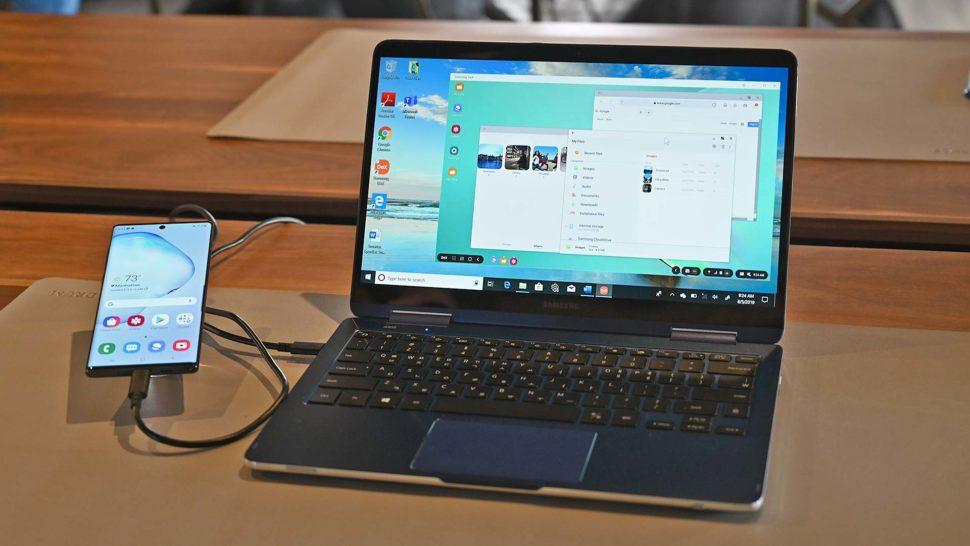 Galaxy Note 10 na funcionalidade DeX ligada a um laptop