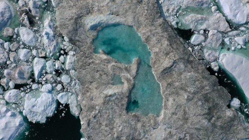 Região da Groenlândia com gelo derretido