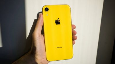 Traseira do iPhone XR amarelo