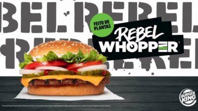 Material promocional mostra o Rebel Whopper, hambúrguer vegetal que imita a carne