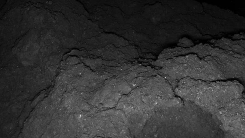 Imagem de asteroide Ryugu tirada pela sonda MASCOT