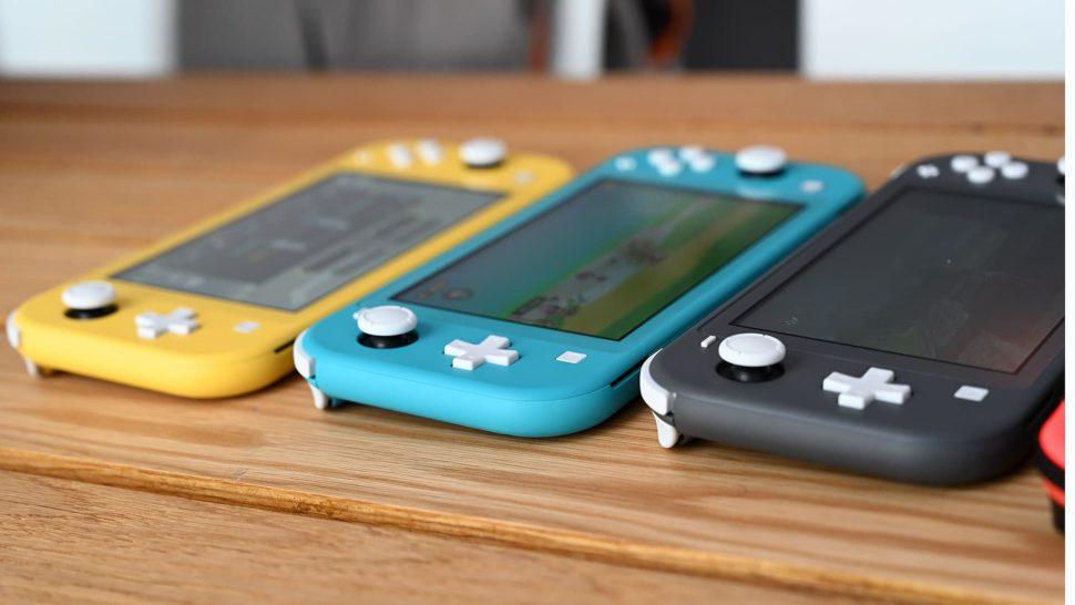 Lateral de três Nintendo Switch Lite dispostos lado a lado