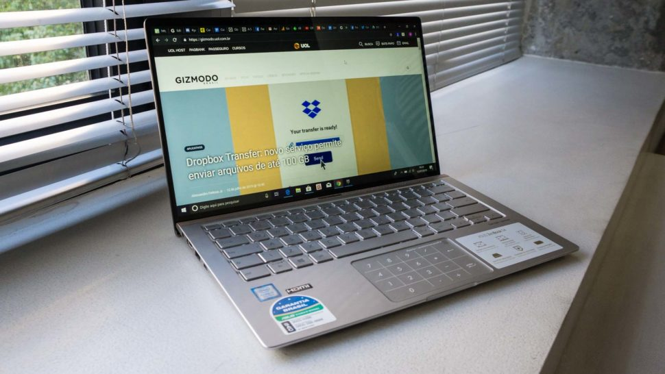 Asus Zenbook 14 com o Google Chrome aberto