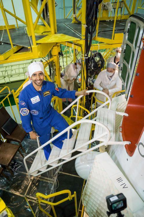 Hazza Al Mansouri 2 497x745 - As instruções religiosas que o astronauta muçulmano seguirá durante visita à Estação Espacial Internacional