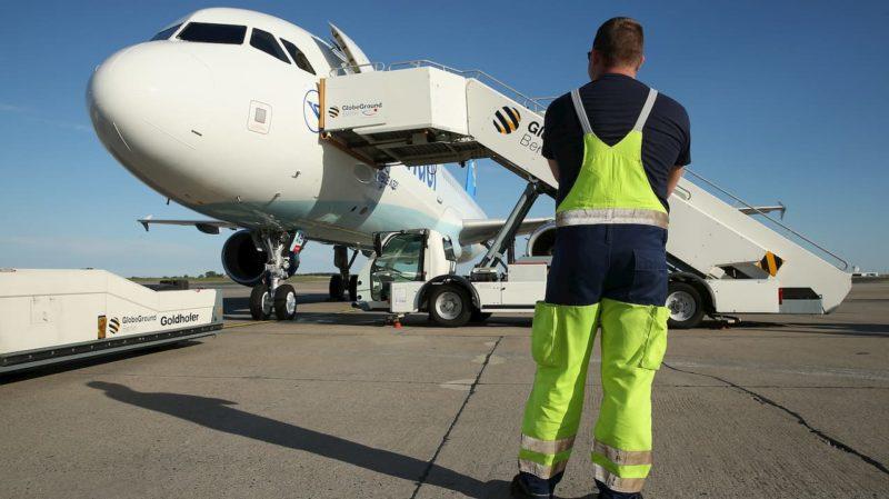 Voo precisou desviar a rota e pousar depois de piloto derrubar café sobre o painel do avião