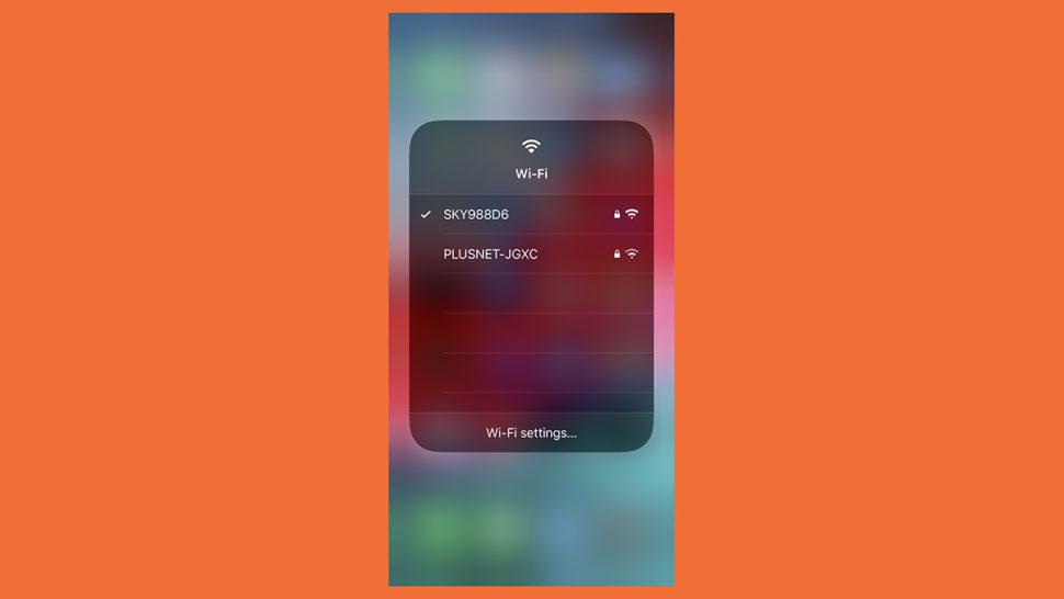 Tela do Wi-Fi no Central de Controle do iOS 13 mostrando redes para escolher.
