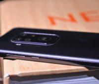Detalhe para botões laterais do Moto One Zoom