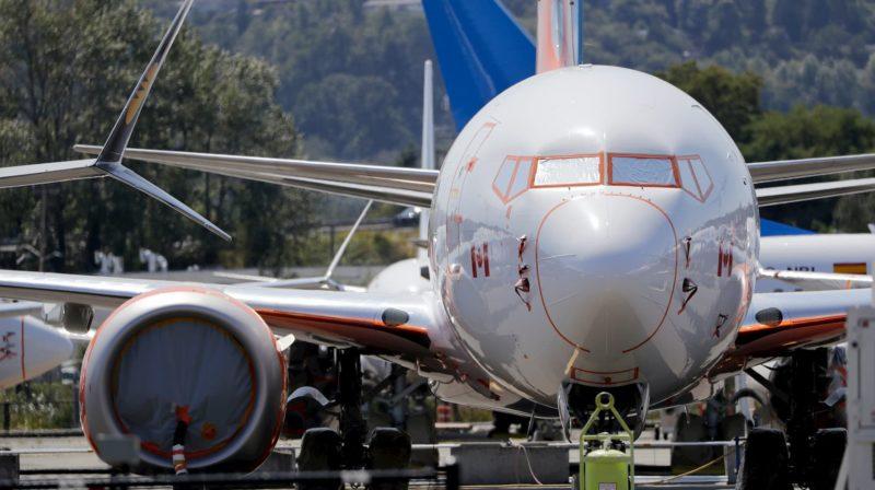 Avião em aeroporto