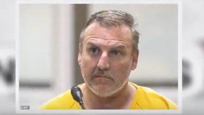 Brian Steven Smith é suspeito de ter assassinado uma mulher e filmado